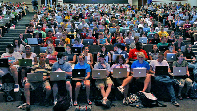 The Pros And Cons Of Bringing Your Laptop To Class