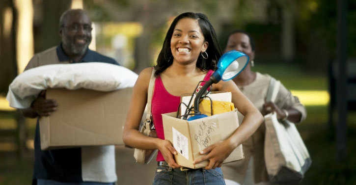 parents-helping-daughter-move-into-dorm_725x377-1360099118